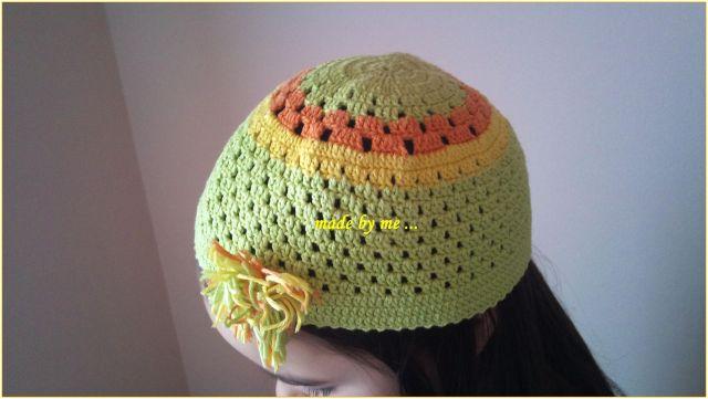 Heklani model kape radjen od pamuka u boji ,jednostavnog uzorka i